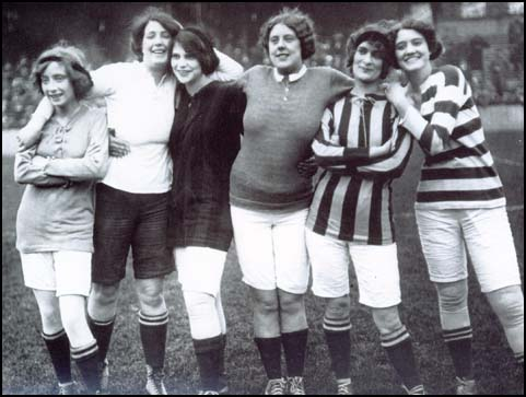 Women footballers 1914 from Spartacus.schoolnet.co.uk